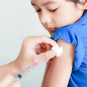 Có nên tiêm vắc xin BCG cho trẻ bị bệnh AIDS không?