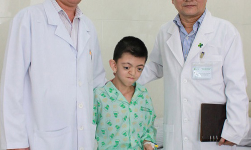 Chứng bệnh khiến một đứa trẻ phải chung sống suốt đời với dị tật xương sọ