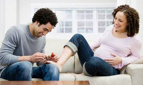 Chăm sóc móng tay, móng chân cho mẹ bầu đúng cách