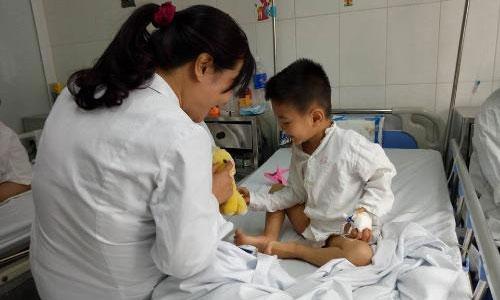 Bệnh viện Việt Đức khám miễn phí cho trẻ dị tật tiết niệu