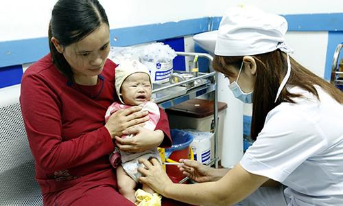 Sẽ hạ tuổi tiêm chủng các vắc xin sởi ho gà cho trẻ