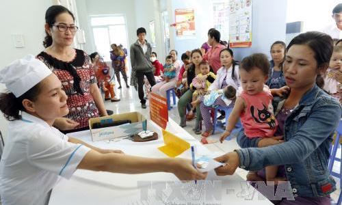 Năm 2018, triển khai tiêm vắc xin bại liệt cho trẻ 5 tháng tuổi