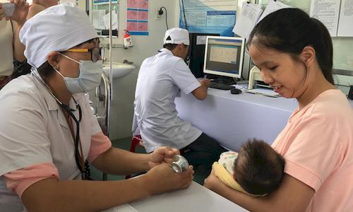 Tiêm vắc xin sởi - rubella miễn phí cho trẻ từ 1 đến 4 tuổi ở 6 tỉnh thành