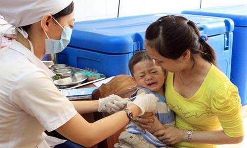 """Nhiều bệnh nhi """"dính"""" sởi mắc thêm bệnh vì gia đình chăm sóc sai"""