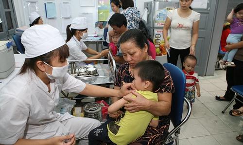 Các địa phương vẫn đủ vắc-xin cho trẻ đến kỳ tiêm