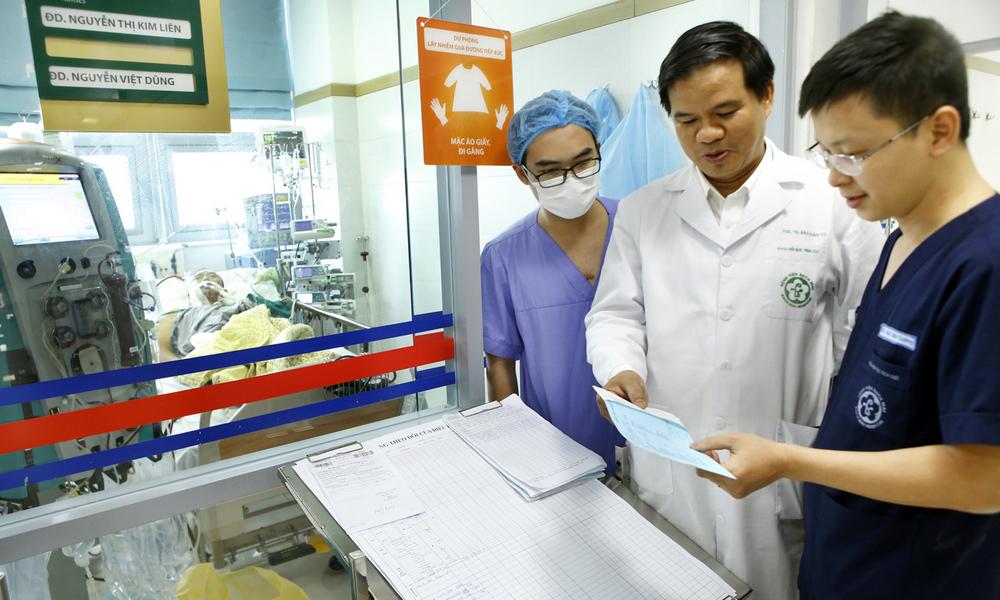 Cảnh báo từ bệnh viện Bạch Mai: Mắc cúm mùa có thể mất mạng như chơi nếu chủ quan