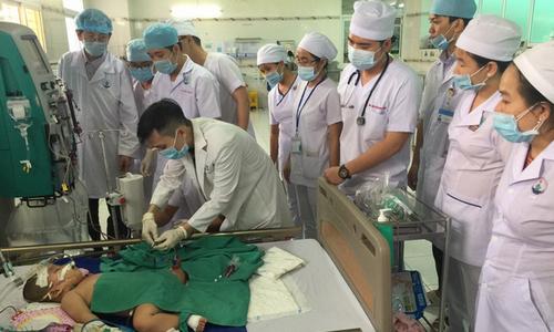[Cần Thơ] Lọc máu cứu sống bệnh nhi mắc tay chân miệng biến chứng