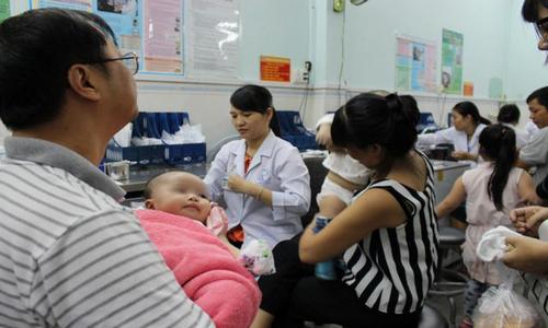 TP HCM: 2 trẻ bị sốc phản vệ nặng sau tiêm chủng