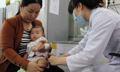 TP HCM: Bắt buộc tiêm vắc xin sởi khi trẻ 9 tháng tuổi